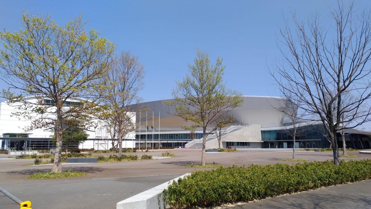 四日市市の中央緑地の総合体育館